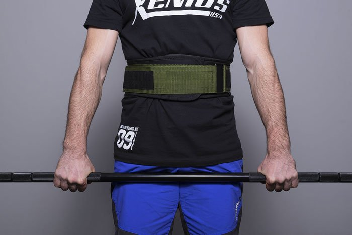 cintura da weightlifting nel crossfit posizionamento